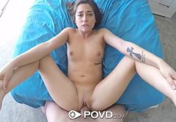 Uma mulher bem gata no vxideos sendo fodida