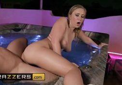 Uma safada loira tomando piroca no videos sexo